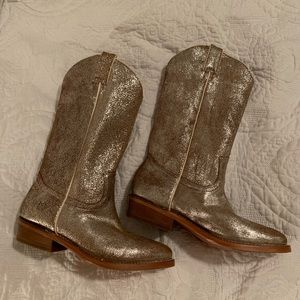 Very lightly worn Frye boots!
